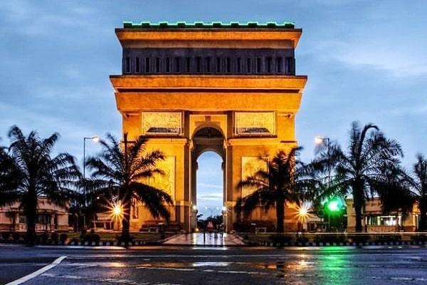 Ga Perlu Jauh-Jauh ke Paris, Inilah Monumen Simpang Lima Gumul Kediri