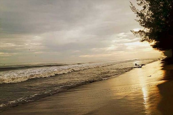 Indahnya Pesona Wisata Pantai Pasir Jambak Padang