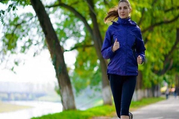 Inilah Alasan Mengapa Olahraga Lari Di Siang Hari Bikin Sakit