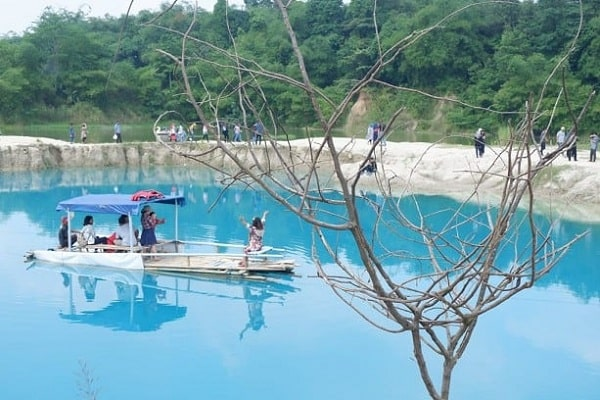 Keelokan Telaga Biru Cisoka, Wisata Danau Instagramable Banget