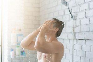 Manfaat Terbiasa Mandi Pagi dengan Menggunakan Air Dingin